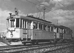 Az F1a típusú motorkocsik egy részét a második világháború után pótkocsiként közlekedtették az elektromos részek beszerelésének késedelme miatt. (forrás: Régi magyar villamosok)