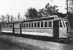 Az Adél becenévre hallgató csuklós motorkocsi, eredeti állapotában. (forrás: Régi magyar villamosok) )
