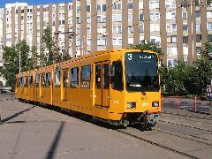 A Hannoverből használtan vásárolt TW6000 típusú villamos Kőbányán, a Liget téren. (forrás: Győri Márk)