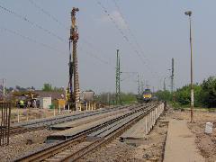 Fúrt cölöp készítése az acél provizórium (ideiglenes híd) mellett, Érd felső, Érd (forrás: Friedl Ferenc)