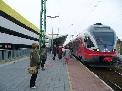 Érd alsó új peronjai az autóbuszpályaudvar és P+R parkolóház mellett (intermodális csomópont), Érd alsó, Érd (forrás: Friedl Ferenc)