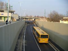 Autóbusz az aluljáróban - próbaüzemben, Diósdi út, Érd (forrás: Friedl Ferenc)