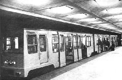 Szintén egy MillFAV-szerelvény - ezúttal már a föld alatt., Budapest (forrás: A Főváros tömegközlekedésének másfél évszázada)