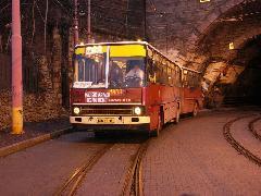 Nagy ujjongások és sikítások közepette –lekapcsolt belső világítás mellett - áthajtottunk a ma már csak a villamosforgalom által használt alagúton., Pozsony (forrás: Müller Péter)