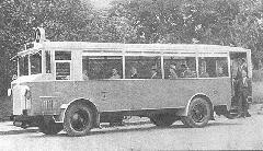 Az 1927-ben beszerzett MÁVAG-NAG trambusz a margitszigeti 6-os viszonylaton (Bp17.139). (forrás: Városi Közlekedés)