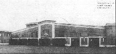 A Szent Domonkos utcai (későbbi Récsei) garázs bejárata új korában (a képeslap felirata: A Székesfőváros által épített központi autóbuszgarázs). (forrás: Városi Közlekedés)