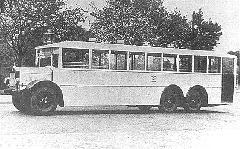 MÁVAG-NI56-os favázas, háromtengelyes autóbusz 1929-ből. (forrás: Városi Közlekedés)