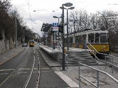 Még a villamos közlekedik, de átadásra kész az új magasperon., Stuttgart (forrás: Müller Péter)