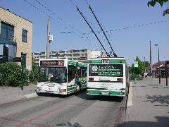"""Trolibuszok a Potsdamer Allee megállóban a """"brandenburgi negyed"""" központi részén, …,"""