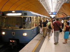 A metróvonalakon kitolják a csúcsidőt, München (forrás: Németh Attila)