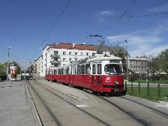 Praterkai végállomás. Itt a 77A jelzésű autóbusz próbálja pótolni a villamosforgalmat. Javulás az U2-es vonal 2. ütemének átadásával várható., Bécs (forrás: Müller Péter)