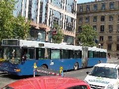 A legújabb Nógrádos szerzemény, LCR-151. Az ablakok nem tejüvegből vannak, hanem az utasok izzadtságának páráját gyűjtik össze. Ezzel hirdetik a közösségi közlekedési szolgáltatásuk színvonalát., Astoria, Budapest (forrás: Dorner Lajos)