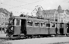 Egy acélvázasított MV-ös motorkocsi a Móricz Zsigmond körtéren. A szerelvény gyorsvonatként érkezett Törökbálintról., Móricz Zsigmond körtér, Budapest (forrás: Székács András és Nagy Dénes Lajos)