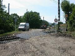 A frissen épített pályán az egyetlen közúti átjáró biztonsági okokból nem használható. (forrás: Halász Péter)