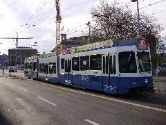 """Be 4/6 Tram 2000 villamos alacsonypadlós középrésszel (""""Sänfte""""), Zürich (forrás: Németh Attila)"""