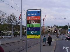 Minden viszonylatnak külön színe van, Zürich (forrás: Németh Attila)
