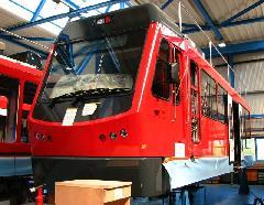 Ez a szép piros kocsi Solothurn számára készül. Városi és elővárosi funkciót is betöltő jelleggel fog közlekedni, Stadler gyár, Bussnang (forrás: Kozalik Attila)