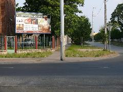 A kerítés mentén fordult be a vágány a Jegenye utcába , Jegenye utca, Budapest (forrás: Kemsei Zoltán)