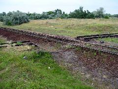 Az 51-es villamos a Nagy-Burma vasutat is keresztezte, a lajosmizsei vasút mellett néhány méterrel húzódott a villamos vágánya. (forrás: Pólai Balázs)