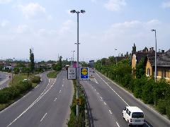 A Gomb utcai megálló helye ma - sínek helyett aszfaltsivatag. (forrás: Pólai Balázs)