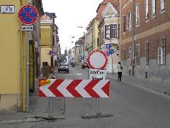 A Teleki utca lezárva a forgalom elöl, Teleki utca eleje, Győr (forrás: VEKE)