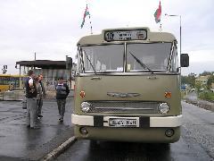 Nosztalgia busz indulásra készen, Adyvárosi decentrum, Győr (forrás: VEKE)