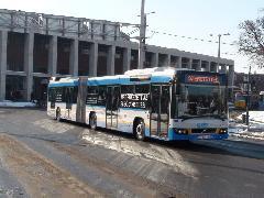 Csuklós Volvo a Nagyállomás előtt., Petőfi tér, Debrecen (forrás: Dorner Lajos)