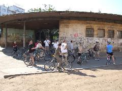 A kerékpárosok egy órás kerekezés után megérkeztek a Móricz Zsigmond körtérre, Móricz Zsigmond körtér, Budapest (forrás: Gábor Marcell)