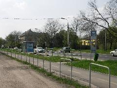 A kerékpárút szinte végig a volt villamos nyomvonalán vezet (forrás: VEKE)