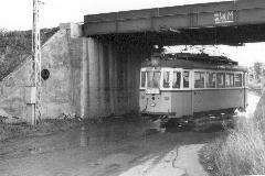 A villamos a Növény utcai aluljárón át keresztezte a Budapest-pécsi vasutat (Komjáthy Zoltán felvétele)