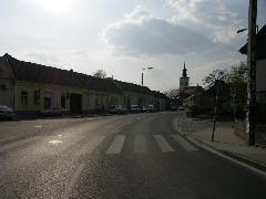 A HÉV vonala a templomig tartott, a villamos végállomása a baloldali házsor mellett volt (forrás: VEKE)