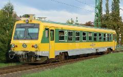 5047-es sorozatszámú motorkocsi Sopron állomás bejárati jelzőjénél. (forrás: Bodnár Péter)