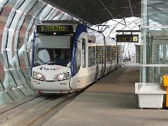 A RandstadRail vonat-villamosok Hága belvárosában egy újonnan épített viadukton közlekednek., Hága (forrás: Sparing Dániel)