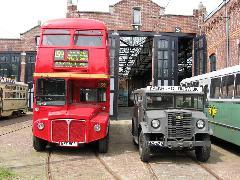 Londoni Routemaster busz és egy Chevrolet terepjáró., Hága (forrás: Sparing Dániel)