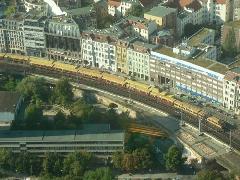 Két 8 kocsis (Vollzug) 481-es látható egy korábbi fotón a TV-toronyból. Hetek óta nem tudnak ilyen hosszú szerelvényeket kiadni Berlinben., Berlin (forrás: Dorner Lajos)
