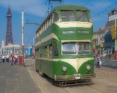 Blackpool híres kétszintes villamosairól, ilyenek ma már csak Hong Kongban járnak még., Blackpool, Anglia (forrás: flickr.com/markhinds)