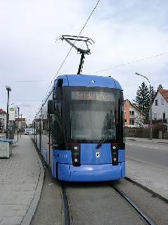 A 23-as viszonylaton is a svájci Stadler Variobahn villamosai közlekednek., St.-Veit-Straße, München (forrás: Andreas Nagel)