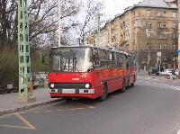A 206. pályaszámú Ikarus 280T-GVM csuklós trolibusz a 75-ös viszonylaton az Ajtósi Dürer sor sarkán., Ajtósi Dürer sor-Dózsa György út sarok, Budapest (forrás: Hubay Miklós)