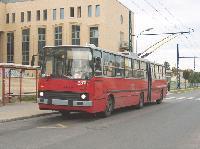 Ikarus 280T csuklós trolibusz a meghosszabbított 82-es vonal végállomásán, Róna utca (Uzsoki kórház), Budapest (forrás: Hubay Miklós)