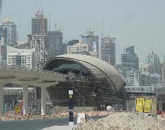 Egy állomás építése, Dubaj (forrás: flickr.com/deeeepak)