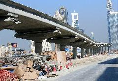 A dubaji metró nagy része magasvasúti pályán halad., Dubaj (forrás: Solt Imre)