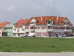 A Mediterrán lakóparkban már közel 5 ezren élnek, az új városrész megérdemelné a feltáró jellegű közösségi közlekedést, Garan János utca, Győr