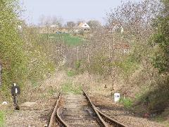 Lobbiérdekeket kiszolgáló esztelen vasútrombolás