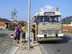 A Galgóczi Erzsébet utcai megállóhelyet fel- és leszállók egyaránt igénybe vették..., Galgóczi Erzsébet utca, Győr (Ménfőcsanak) (forrás: VEKE)