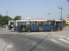 A BPI-515 oldalról. Jól kivehető a kocsi farának lógása. A legtöbb Ikarus 415-ös ebben a betegségben szenved., Etele tér, Budapest (forrás: Müller Péter)