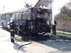 Ikarus 412-es (BPI-022) a típusra jellemző üzemszerű állapotban, azaz tűzoltók által kezelve. Pedig darabonként 3 millió Ft-ot költöttek rájuk tűzvédelem gyanánt., Budapest (forrás: Müller Péter)