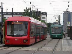 """Chemnitz belváros, a """"helyközi"""" villamosok piros színűek, és a City-Bahn Chemnitz GmbH. üzemelteti őket, míg a városi járatokat a a CVAG., Chemnitz (forrás: Müller Péter)"""