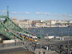 Fotósok hada várta a Szabadság hídon áthaladó Tátra szerelvényt., Gellért tér, Budapest (forrás: Mihályfi Márton)
