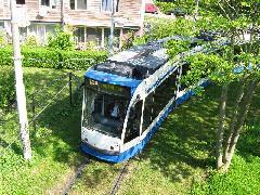 Amszterdamban egy vonal kivételével egyirányú villamosok közlekednek, itt egy Combino a füves villamosfordulóban., Flevopark, Amszterdam (forrás: Sparing Dániel)