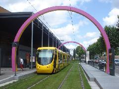 A tengerparti francia városokkal ellentétben Mulhouse-ban nem félnek a látványos felsővezetéktől., Mulhouse (forrás: Vitézy Dávid)